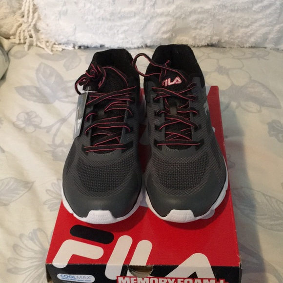 NWT Pair of women's Cool Max Sneakers Boutique